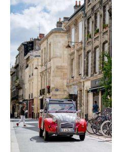 Visit Bordeaux Eternel in a Citroën 2CV - 1h30 for one person