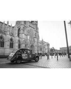 Visit Bordeaux Eternel in a Citroën 2CV - 45 minutes for two persons